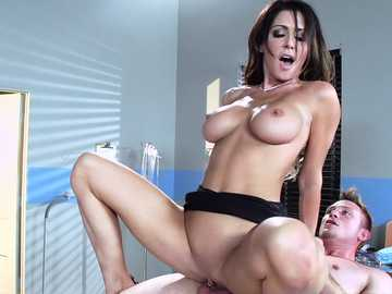 Brunette doctor lady Jessica Jaymes nailed by a lucky patient
