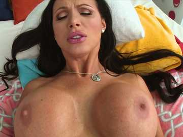 Brunette MILF slut Nikki Benz banged in a close up
