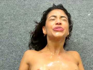 Professor Veronica Vain squirts all over Veronica Rodriguez in the Squirt school