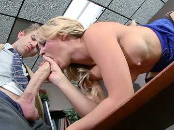 Alexis Monroe in ZZ Courthouse - Part One