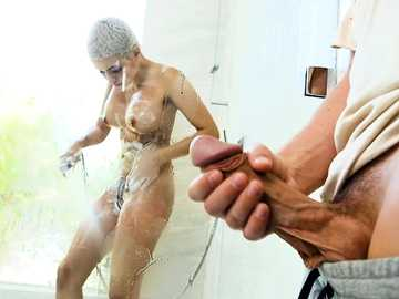 I caught latina Aaliyah Hadid mastrubating her pussy in a shower