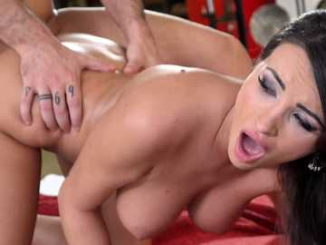 Insatiable Alyssia Kent will give Raul his thing back after passionate sex