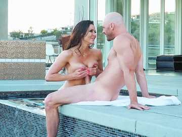 Magnetic masseuse Kendra Lust with big boobs brings Johnny full satisfaction