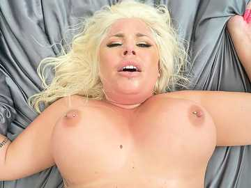 Blonde-haired BBW Ashley Barbie gets her twat drilled hard by strong male Jmac
