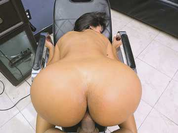 Barber gets a wonderful chance to bang voluptuous Latina Rose Monroe
