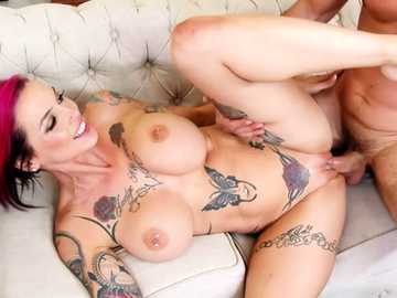 Redhead MILF Anna Bell Peaks is covered in tattoo and good for hardcore sex