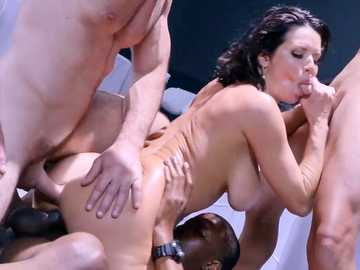 Interracial anal fucking in foursome exposes the busty MILF Veronica Avluv