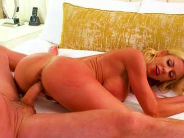 Alexis Fawx works her hot MILF butt reverse cowgirl style in hardcore scene