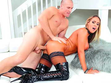 Milf with plump pussy Tegan James gets screwed by young bald guy doggy style