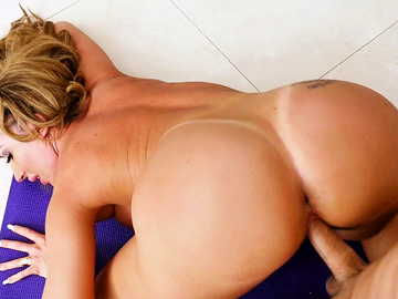 Richelle Ryan works her hot MILF body on cock of her instructor doggy style