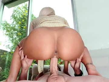 Big tasty woman Luna Star welcomes new dick inside her shaved cavernous gash