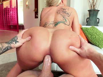 Fucking a porn star MILF in the ass: Ryan Conner in anal fucking debauchery